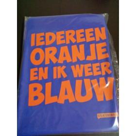 Iedereen oranje en ik weer blauw, oranje shirt